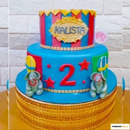 dumbo_inspired_custom_made_cake_with_36pcs_cupcakes
